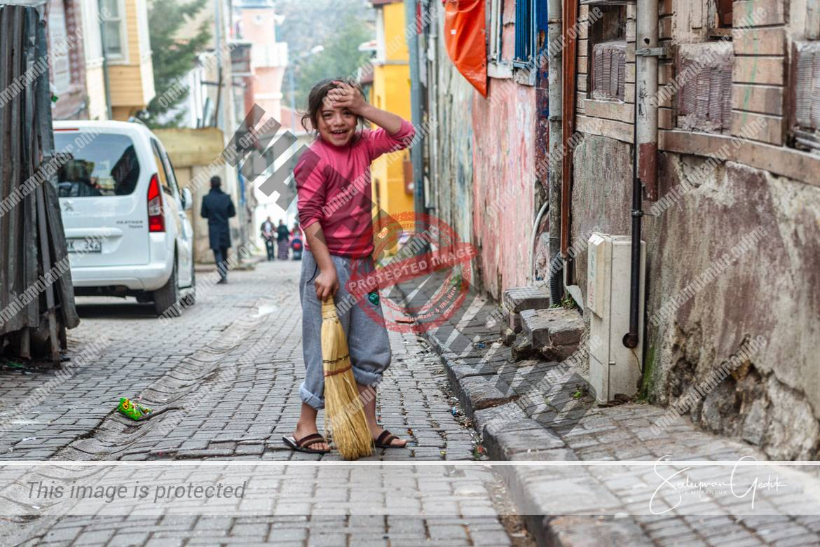 Fatih Istanbul Turkey Life Girl Poor Inequality