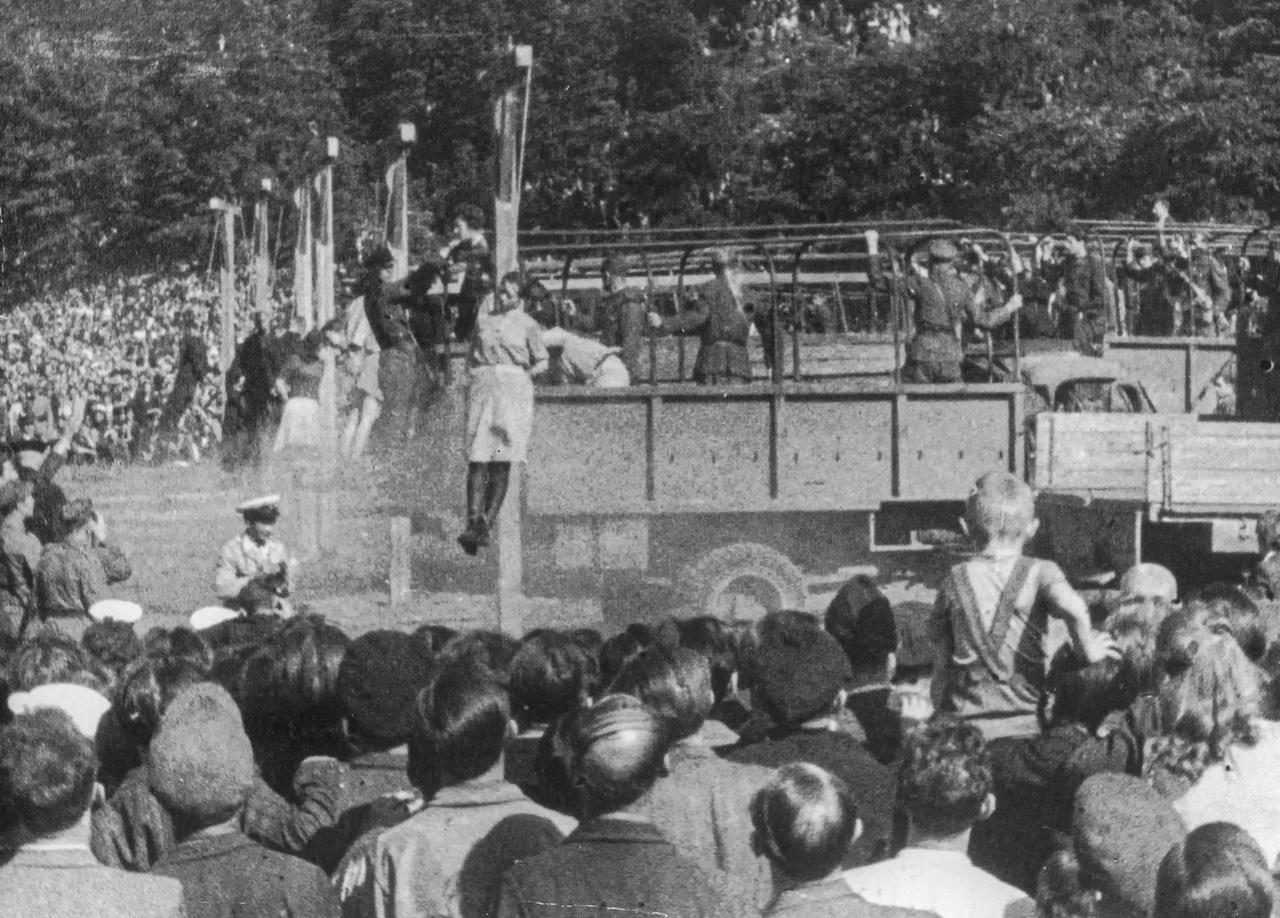 Nazis at a Mass Execution 1943