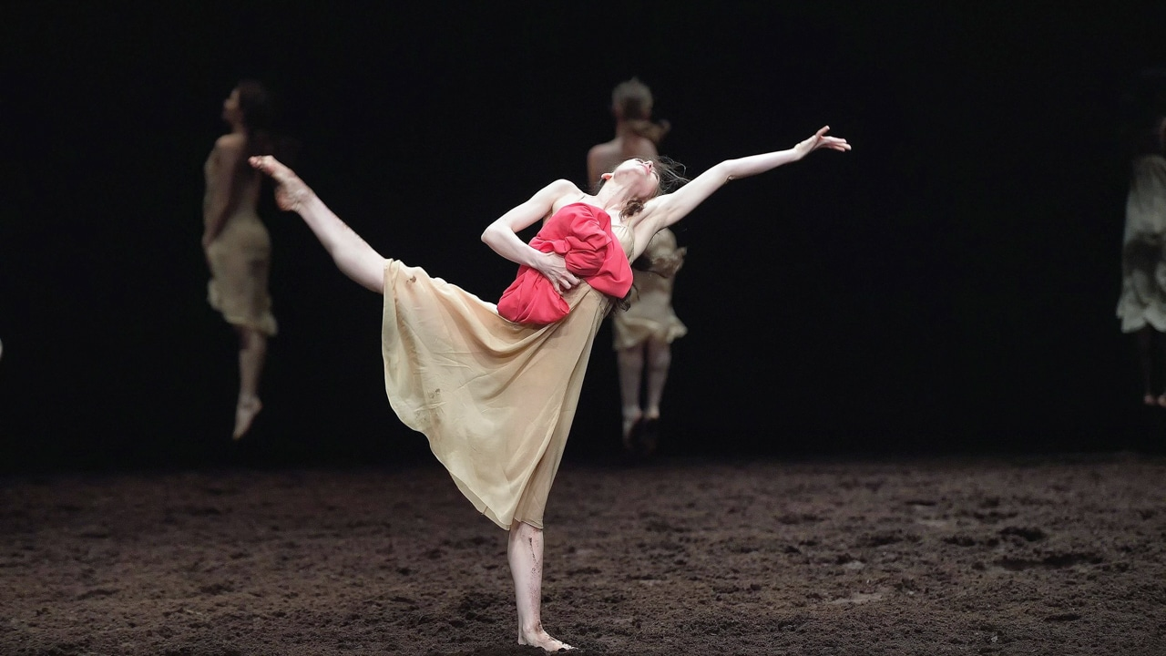 Le Sacre du printemps Pina Bausch English National Ballet Stravinski Kurbanın Dansı Bahar Ayini