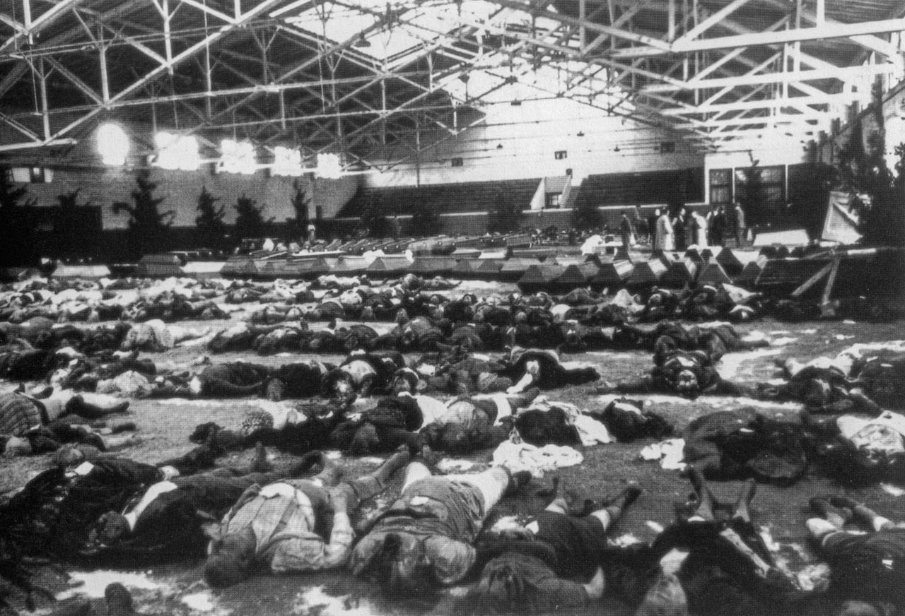 Victims of bombing raid Berlin December 1943